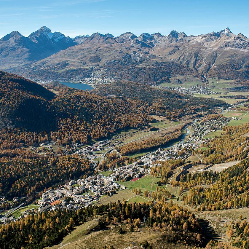 Pontresina Dorfbild Gleitschirm