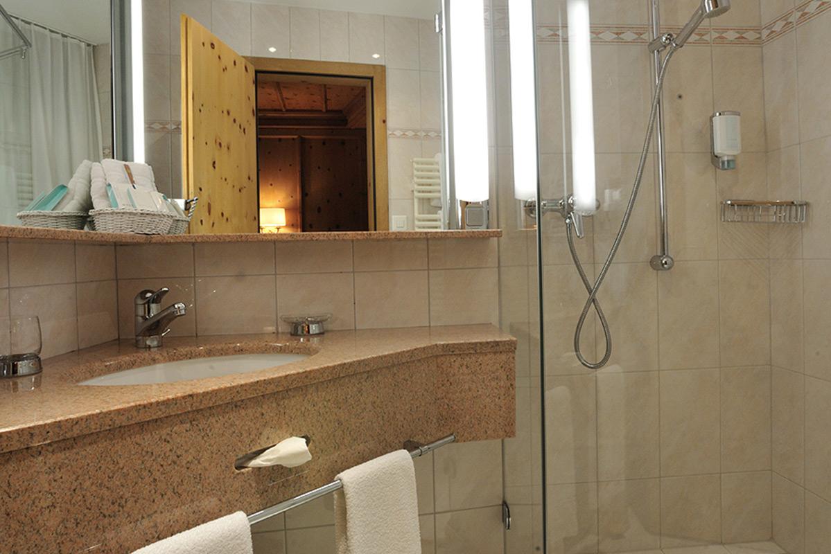 Hotel Albris Badezimmer Standard