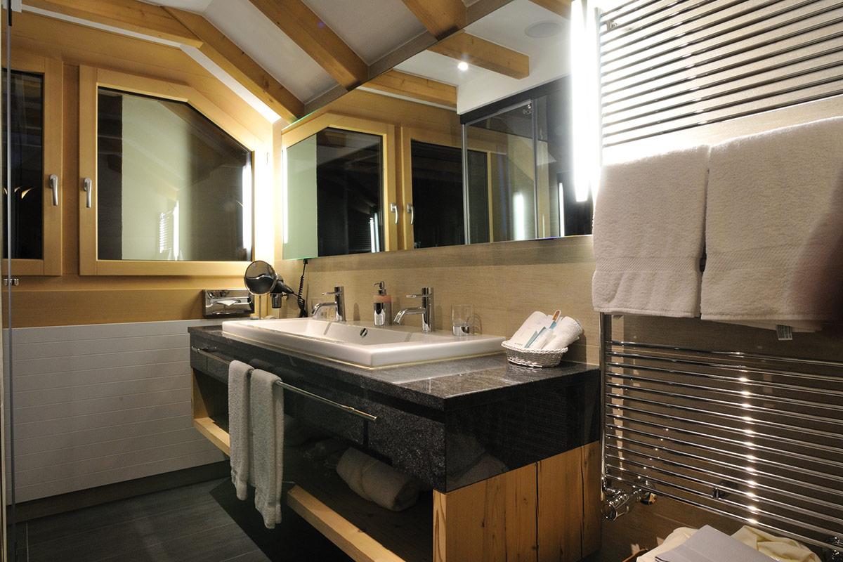 Hotel Albris Badezimmer Roseg